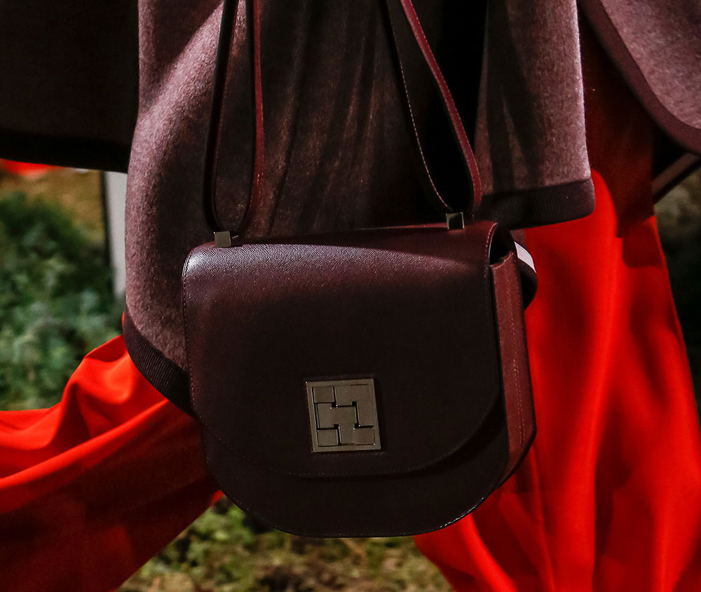 Hermès Makes Some Curious Decisions with Its Pre-Fall 2018 Runway ... ff99dcec73ae9